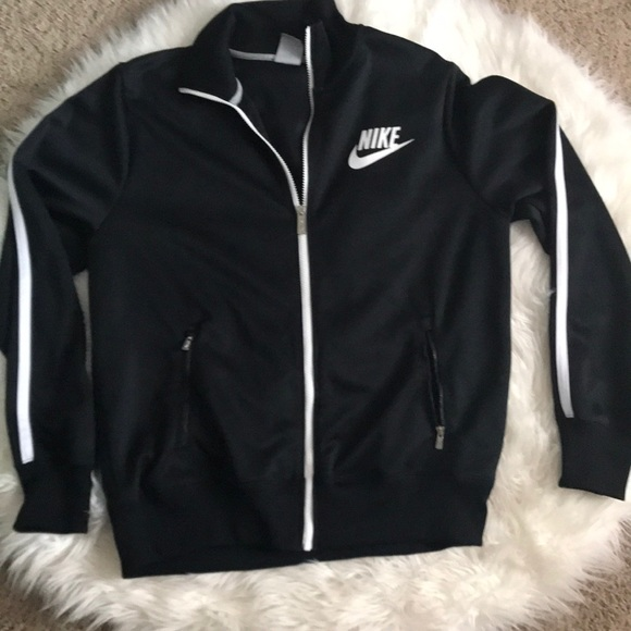 ea8fe904aa7e MENS Nike sports jacket. M 5b96abb3e944bafb37e57189